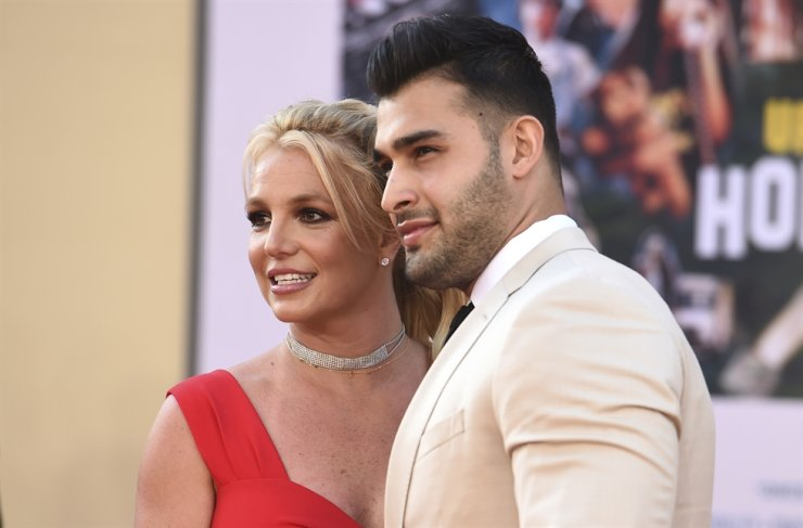 Britney Spears and Sam Asghari arrive at the Los Angeles premiere of 'Once Upon a Time in Hollywood,' at the TCL Chinese Theatre, July 22. AP-Yonhap