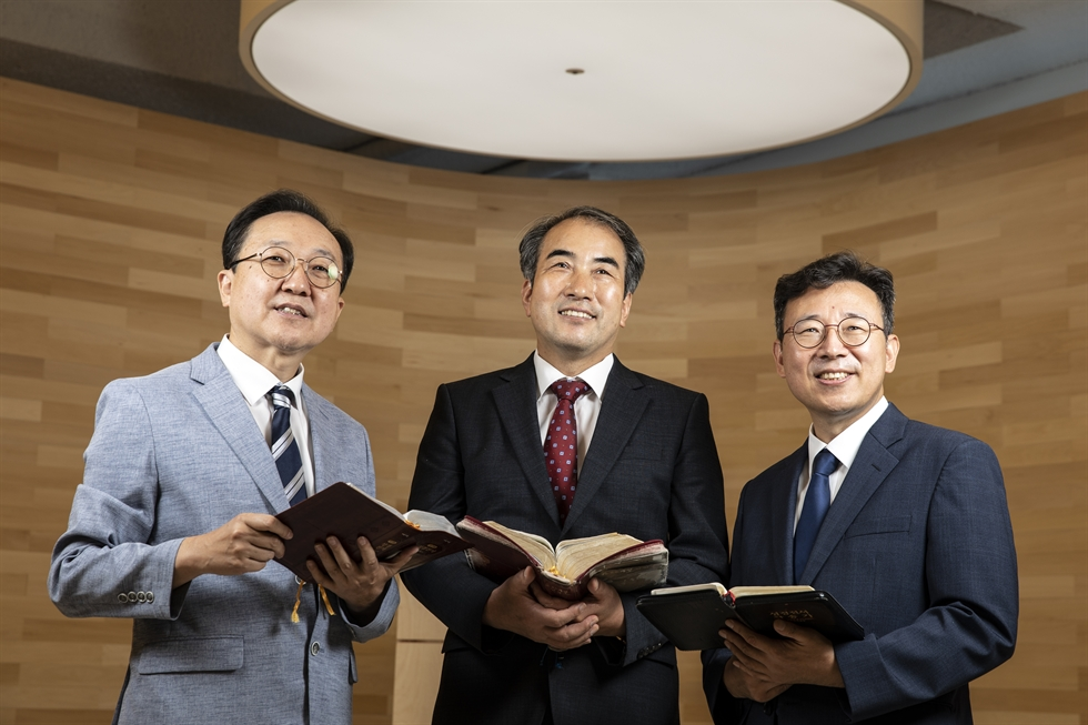 Revs. Yoon Chul-jong of Want-to-Revisit Church, from left, An Nam-ki of Springing Fountain Church and Kim Hak-beom of Gimpo Myungsung Church pose at the entrance of the Co+Worship Station, Wednesday, where up to nine churches from seven different denominations hold services sharing one hall in Gimpo, Gyeonggi Province. Korea Times photo by Choi Won-suk