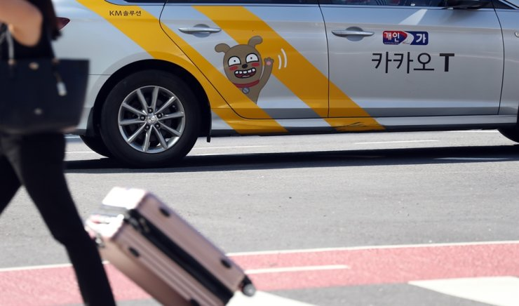 A taxi that can be hailed by Kakao Mobility's Kakao T app is on the road in Seoul, Tuesday. Yonhap