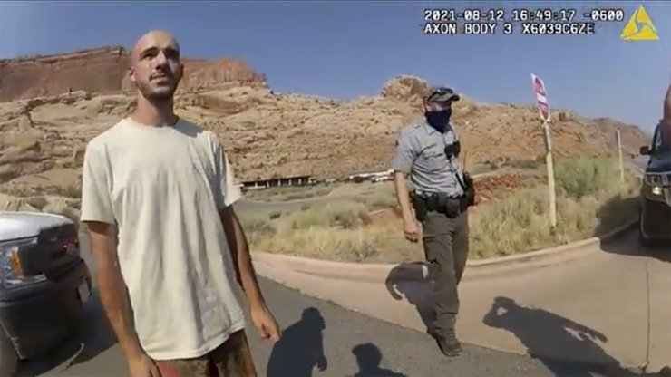 This Aug. 12 file photo from video provided by the Moab Police Department shows Brian Laundrie talking to a police officer after police pulled over the van he was traveling in with his girlfriend, Gabrielle 'Gabby' Petito, near the entrance to Arches National Park in Utah. AP-Yonhap