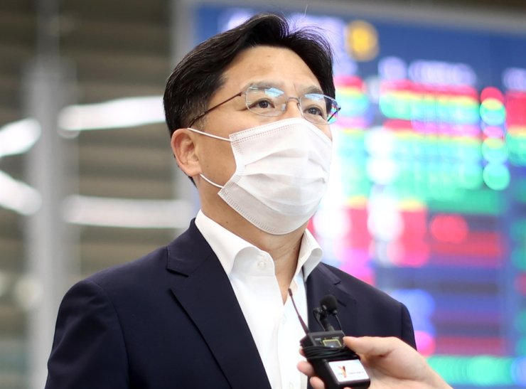 Noh Kyu-duk, special representative for the Korean Peninsula peace and security affairs, talks to the media at the Incheon International Airport, Thursday. Yonhap