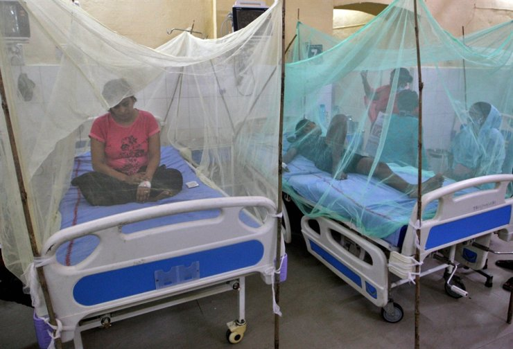 Dengue-infected patients sit under the mosquito nets after being hospitalized at Tej Bahadur Sapru Hospital in Prayagraj, in the northern state of Uttar Pradesh, India, Sept. 13. Reuters-Yonhap