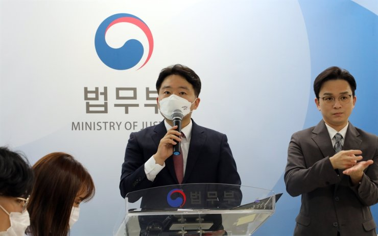 Jeong Jae-min, an official at the Ministry of Justice, speaks during a briefing in Seoul, Monday, on the ministry's plan to allow single people to adopt children. Yonhap