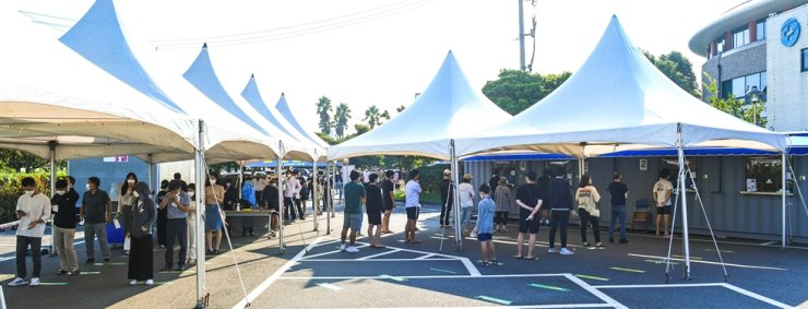 People wait to take COVID-19 tests at a testing site set up at a public health center in Jeju, Wednesday. Yonhap