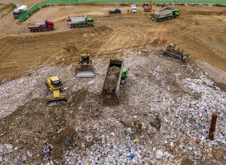 Trucks and forklifts spread out waste at a landfill in Incheon's Seo District, Sept. 6. Korea Times photo by Shim Hyun-chul