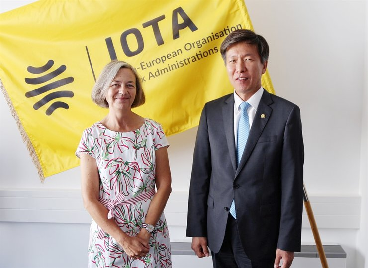 National Tax Service (NTS) Commissioner Kim Dae-ji, right, poses for a photo with Alix Perrignon de Troyes, Executive Secretary of the Intra-European Organization of Tax Administrations. Courtesy of National Tax Service