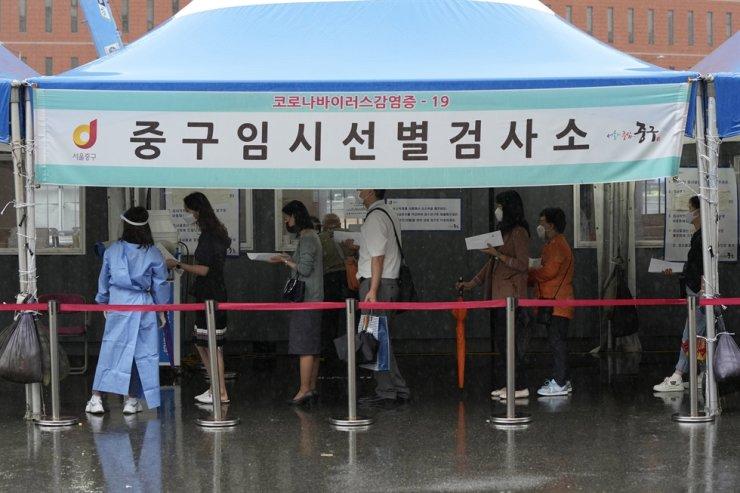 People wait to get coronavirus testing at a makeshift testing site in Seoul, Sept. 7. AP-Yonhap