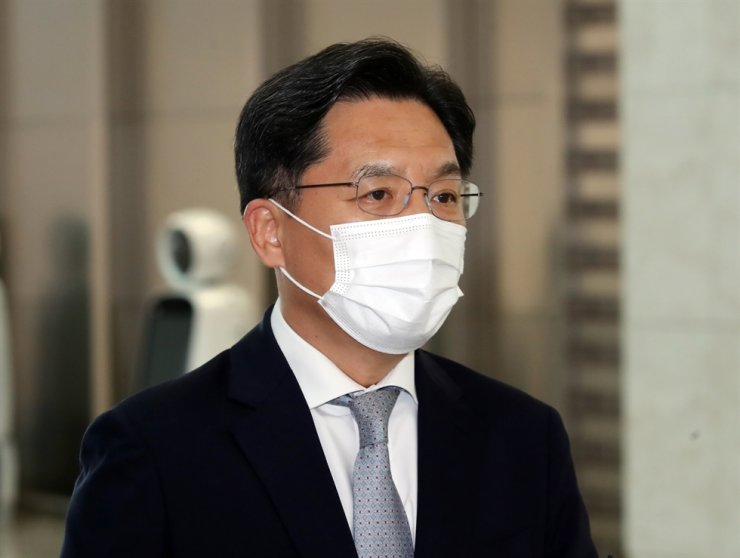 South Korea's chief nuclear envoy Noh Kyu-duk speaks to the press at Incheon International Airport before leaving for Jakarta, Indonesia, Wednesday. Yonhap