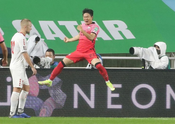 South Korea's Kwon Chang-hoon jumps in joy after scoring a goal in the final Asian qualifying round for the 2022 FIFA World Cup at Suwon World Cup Stadium in Suwon, Gyeonggi Province, Tuesday. Korea beat Lebanon 1-0. Yonhap
