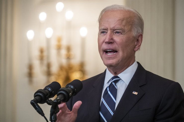 U.S. President Joe Biden delivers talks about his plan to stop the spread of the Delta variant and boost COVID-19 vaccinations from the State Dining Room of the White House, Washington, Sept. 9. EPA-Yonhap