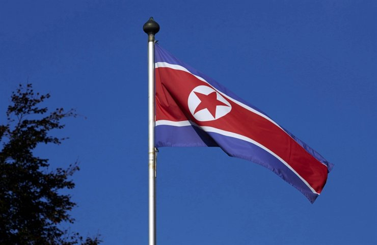 A North Korean flag flies on a mast at the Permanent Mission of North Korea in Geneva, Oct. 2, 2014. Reuters-Yonhap