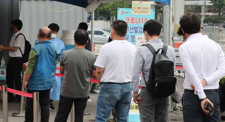 People wait in line for COVID-19 tests at a makeshift testing center near Seoul Station in central Seoul, Sept. 10. Yonhap