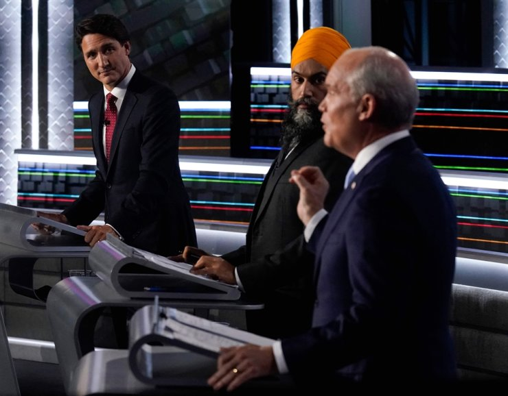 Canadian Prime Minister and Liberal Leader Justin Trudeau, left, NDP Leader Jagmeet Singh, center, and Conservative Leader Erin O'Toole participate in the federal election English-language Leaders debate in Gatineau, Quebec, Canada, Sept. 9. AFP-Yonhap