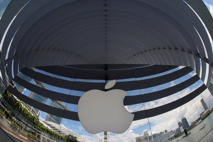 A logo of Apple is seen outside at the upcoming Apple Marina Bay Sands store in Singapore, in this Sept. 8, 2020 file photo. Reuters-Yonhap