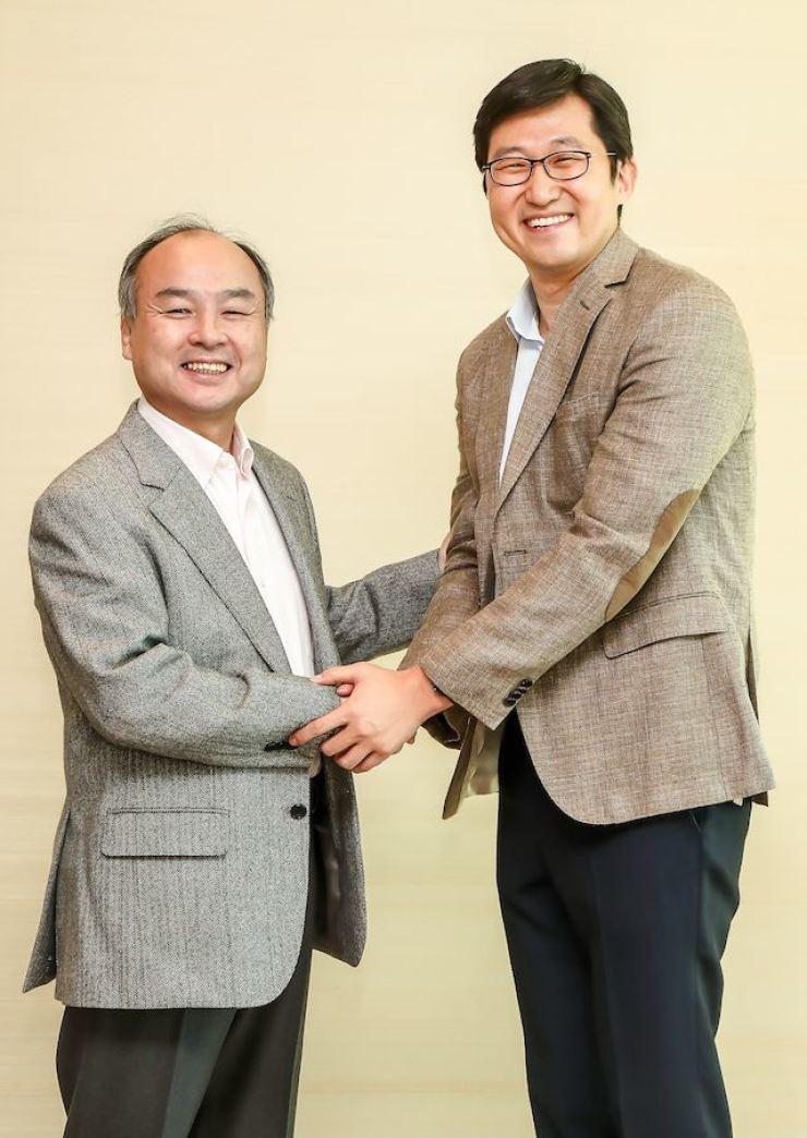 Coupang founder Kim Bom-suk, right, and SoftBank CEO Masayoshi Son / Courtesy of Coupang
