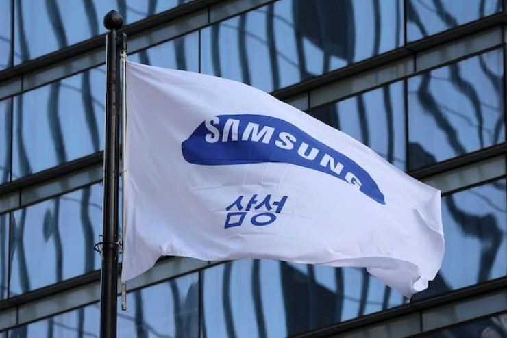 A Samsung flag is seen at the company's headquarters in southern Seoul / Korea Times file
