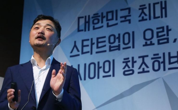 Kim Beom-su, the founder and chairman of Kakao, delivers a speech at the Startup Campus in Pangyo, Gyeonggi Province, May 26, 2016. Yonhap