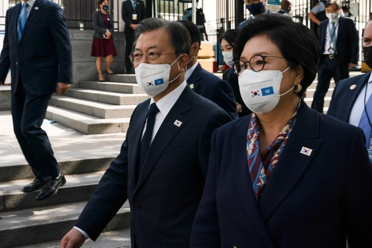 South Korean President Moon Jae-in and First Lady Kim Jung-sook walk outside the United Nations headquarters during the 76th Session of the U.N. General Assembly, in New York, on Sept. 21. Reuters-Yonhap