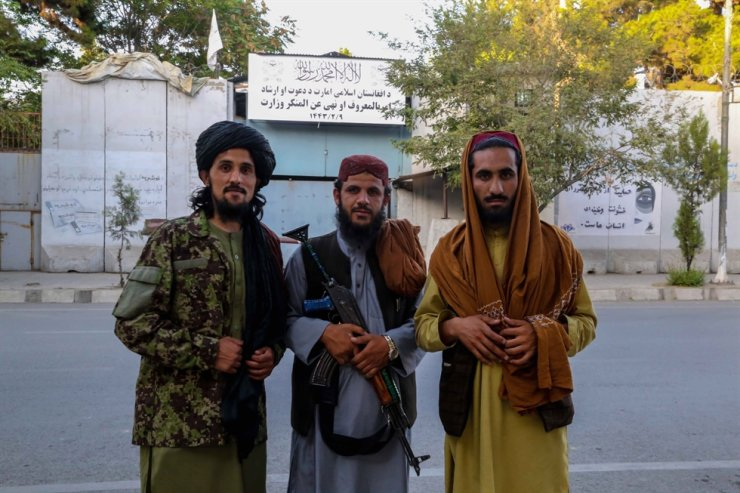 Taliban forces pose for a photograph in front of the building of the former Ministry of Women Affairs which has now been replaced with the conservative Ministry of Vice and Virtue, which will oversee the implementation of hardline Islamic rules in the country, in Kabul, Afghanistan, Sept. 18. EPA-Yonhap