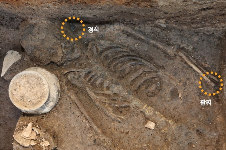 Seen are the newly discovered remains of a woman believed to have died in her 20s around the mid-4th century at the Wolseong Palace excavation site in Gyeongju, North Gyeongsang Province, in this undated photo released by the Gyeongju National Research Institute of Cultural Heritage (GNRICH), Tuesday. Courtesy of GNRICH