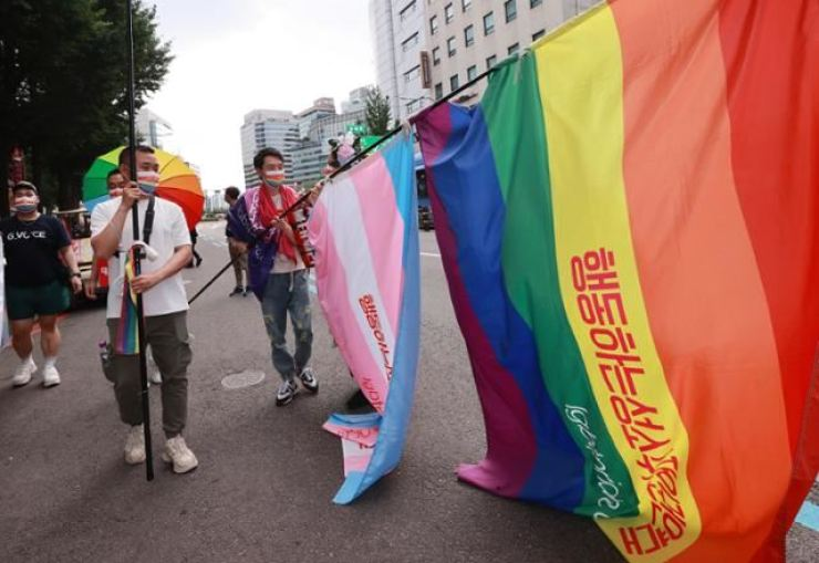 People march in central Seoul during the annual parade of the Seoul Queer Culture Festival, June 27. Yonhap