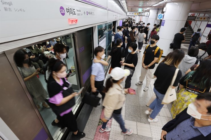 People walk across a platform at Yeouido Station in Seoul, Sept. 3. Yonhap
