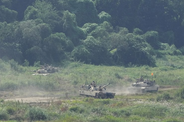 U.S. military tanks conduct an exercise in Yeoncheon, near the border with North Korea, South Korea, Sept. 10. AP-Yonhap