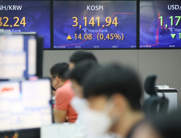 An electronic board in Hana Bank's dealing room in Seoul shows a slight gain of the benchmark KOSPI, Tuesday morning. Yonhap