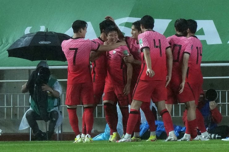 Korea's Kwon Chang-hoon, third from left, celebrates with his teammates after scoring a goal against Lebanon during the final round of the Asian zone group A qualifying match for the World Cup Qatar 2022, at Suwon World Cup stadium in Suwon, Sept. 7. AP-Yohap