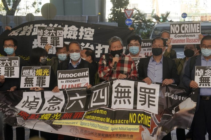 Various groups of pro-democracy activists, including Lee Cheuk-Yan, center, arrive at a court in this Feb. 5 photo after being charged of joining an unauthorized assembly on a vigil in June 4, 2020 to commemorate the anniversary of the 1989 Tiananmen crackdown in Hong Kong. Nine Hong Kong activists and ex-lawmakers were handed jail sentences of up to 10 months on Sept. 15. AP-Yonhap