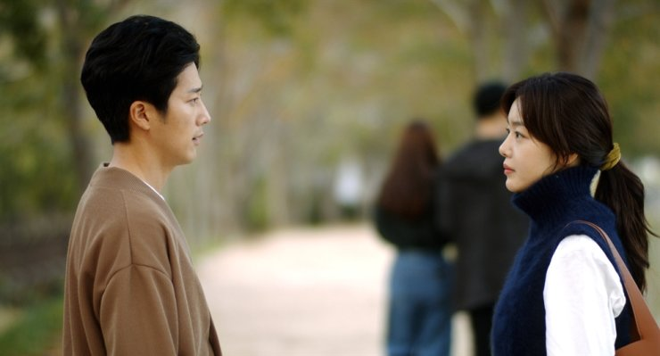Actors Lee Wan, left, and Han Sun-hwa in a scene from the film,