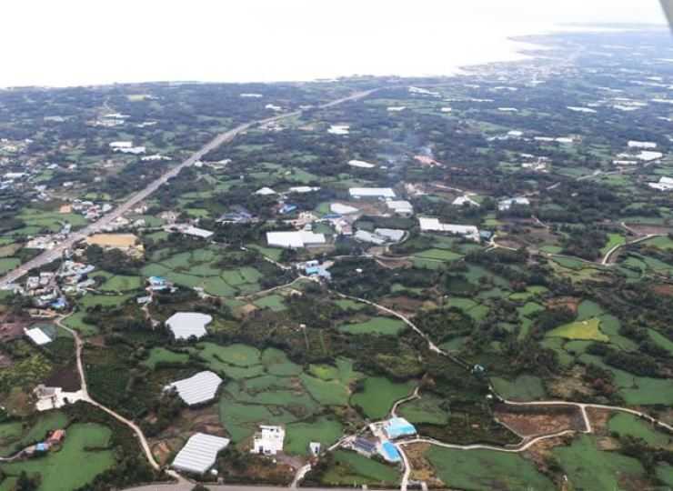 A panoramic view of the site for a new international airport on Jeju Island / Korea Times file