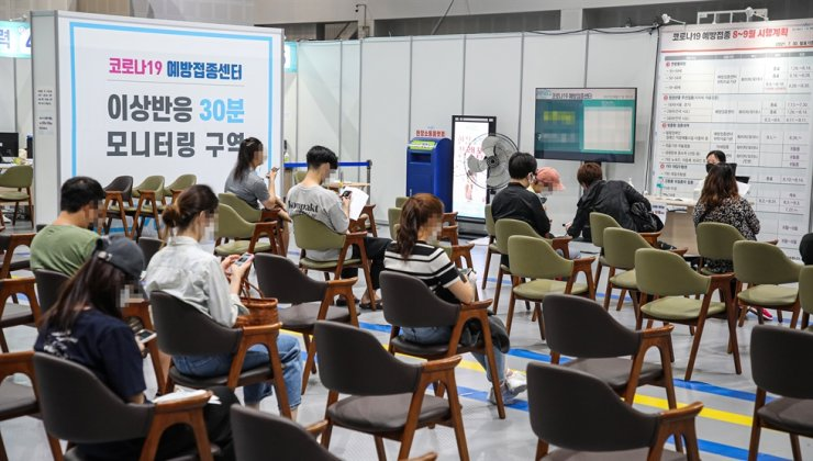 People are seated after receiving COVID-19 vaccine shots to monitor for any adverse effects at a vaccination center in Mapo District, Seoul, Wednesday. Yonhap