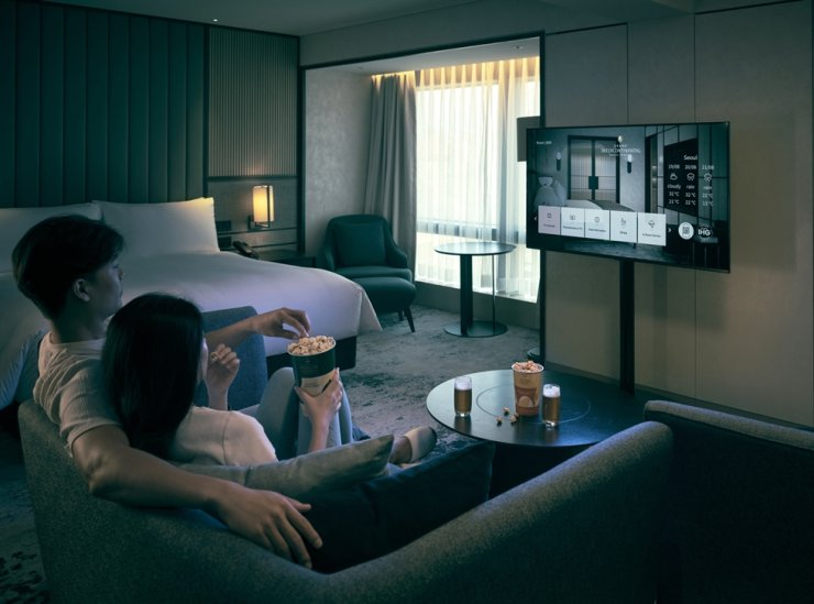 The Grand InterContinental Seoul Parnas presents an autumn cinema package enabling guests to enjoy a private movie theater in their rooms. Courtesy of Grand InterContinental Seoul Parnas