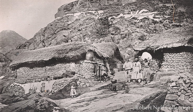 Korean women do laundry in the early 1900s / Robert Neff Collection