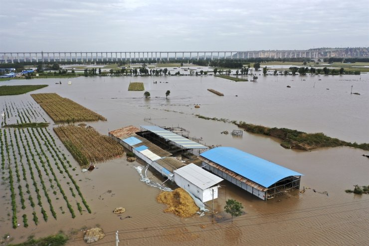 In this photo released by Xinhua News Agency, an aerial photo shows an overflowing Yellow River near the Lianbo Village in Hejin City, northern China's Shanxi Province, Oct. 10. AP-Yonhap