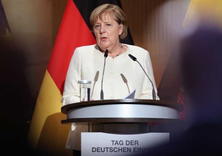 Outgoing German Chancellor Angela Merkel speaks at a ceremony to mark the 31st anniversary of Germany's Unification Day, in the city of Halle, Germany, Oct. 3. Reuters-Yonhap
