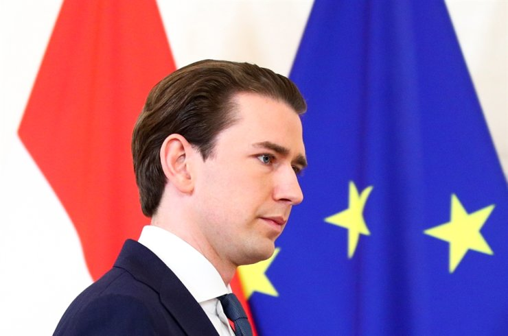 Austria's Chancellor Sebastian Kurz, who is under investigation on suspicion of corruption offences, arrives to give a statement at the federal chancellery in Vienna, Austria, Oct. 9. Reuters-Yonhap