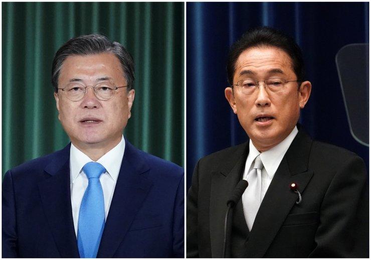 President Moon Jae-in left, and Japan's Prime Minister Fumio Kishida / AP-Yonhap