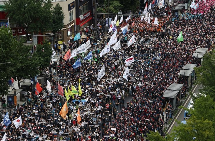 In this July 3 file photo, members of the Korean Confederation of Trade Unions stage a rally in central Seoul. Yonhap