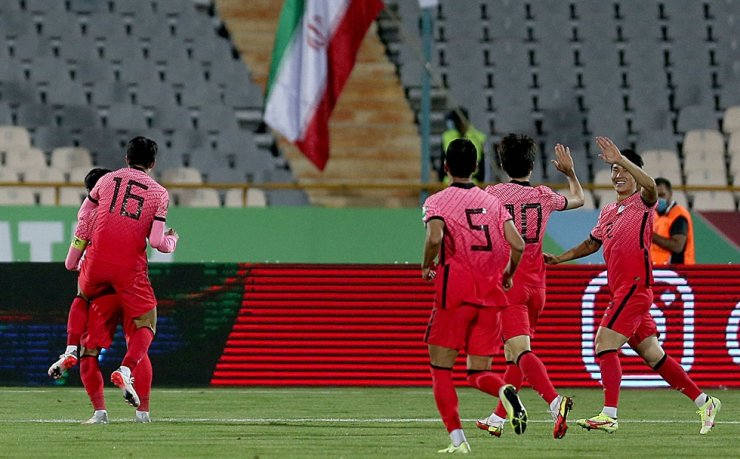 Korea's players celebrate their opening goal during the 2022 Qatar World Cup Asian Qualifiers football match between Iran and Korea at the Azadi Sports Complex in the capital Tehran, Oct. 12. AFP-Yonhap