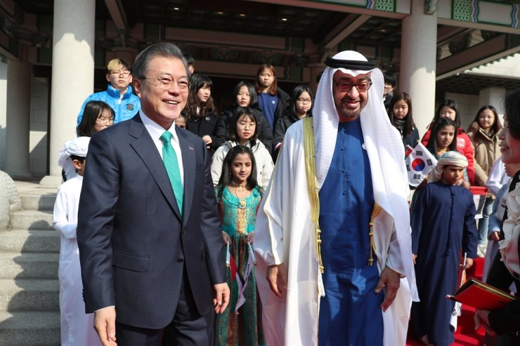 In this 2019 February file photo, President Moon Jae-in and Crown Prince Mohammed bin Zayed Al Nahyan of Abu Dhabi walk toward the venue of a welcoming event for the crown prince at Cheong Wa Dae. Yonhap