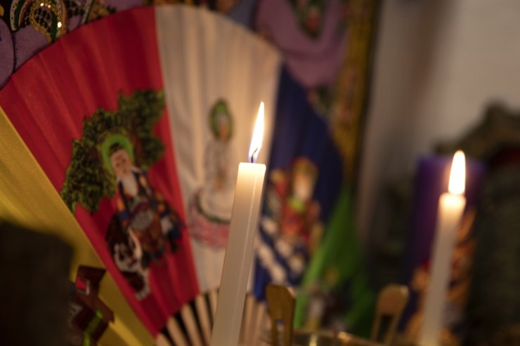 Lit candles and distinct aroma fill Hong's shrine. Korea Times photo by Choi Won-suk