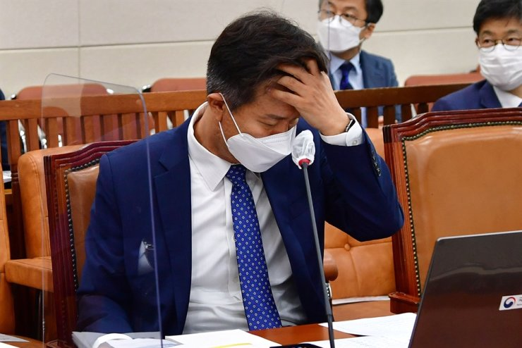 National Tax Service (NTS) Commissioner Kim Dae-ji speaks during a parliamentary audit of the tax agency at the National Assembly in Yeouido, Seoul, Oct. 8. Yonhap