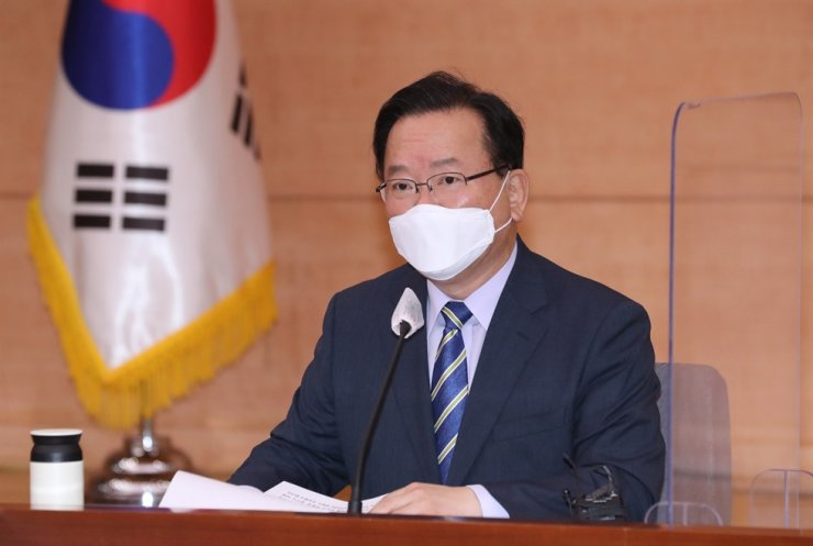 Prime Minister Kim Boo-kyum speaks during a meeting of a government-civilian joint committee handling virus prevention measures at the Government Complex Seoul, Wednesday. Yonhap
