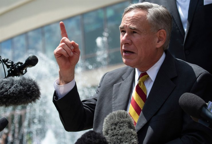 In this June 8, 2020 file photo, Texas Governor Gregg Abbott speaks to the press after attending the public viewing for George Floyd at the Fountain of Praise church in Houston, Texas. Gov. Abbott announced that he will ban COVID-19 vaccine mandates for any entities in his state, including private companies, Oct. 11. AFP-Yonhap