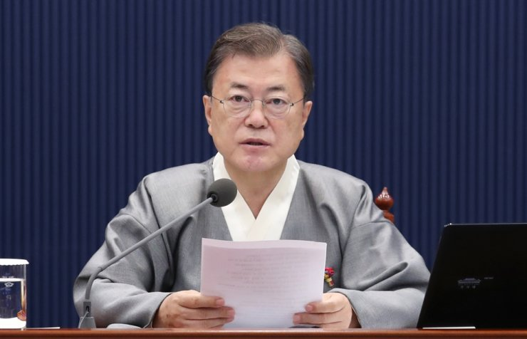 President Moon Jae-in speaks at a Cabinet meeting at Cheong Wa Dae, Tuesday. Yonhap