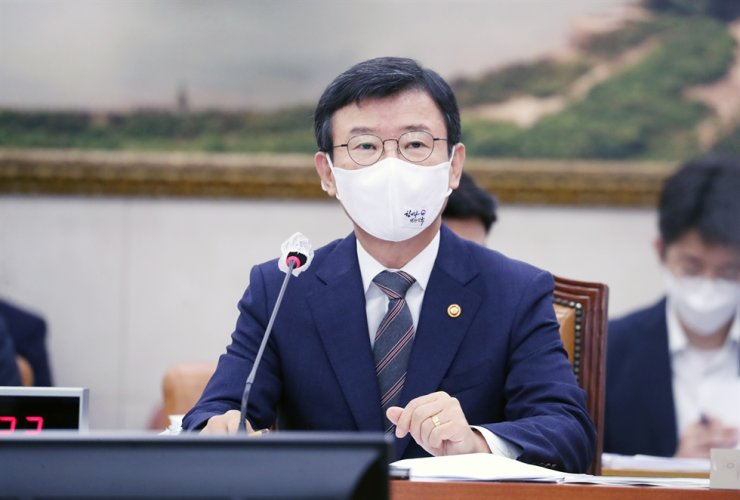 Oceans and Fisheries Minister Moon Seong-hyeok speaks during a government audit held at the National Assembly in Seoul, Thursday. Yonhap
