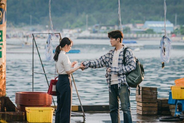 Actors Kim Seon-ho, right, and Shin Min-a in a scene from tvN's rom-com series, 'Hometown Cha-Cha-Cha' / Courtesy of Studio Dragon