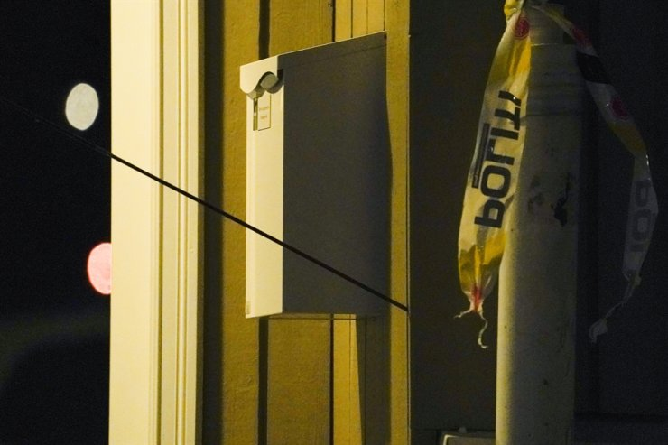 An arrow is seen in the wall after an attack in Kongsberg, Norway, Oct. 13. AP-Yonhap